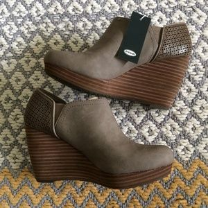 Dr. Scholl's Harlow Wedge Bootie in Taupe